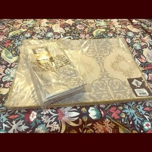 Set of beige/ gold Placemats and Napkins